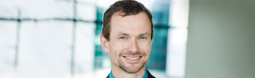 Mark Smith est professeur en des ressources humaines et doyen du corps professoral à Grenoble Ecole de Management
