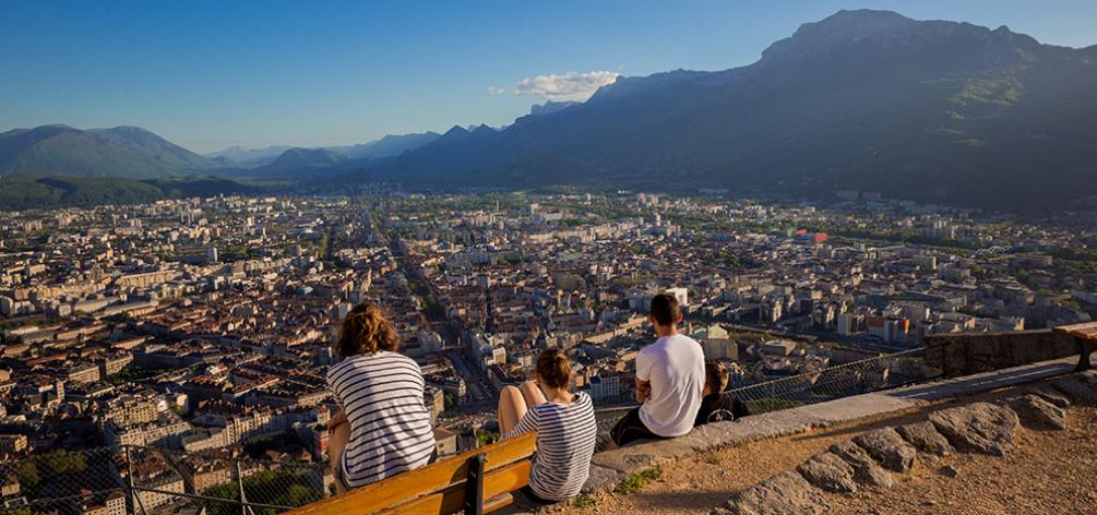 Bonjour,  Grenoble Ecole de Management devient la 1ère Grande Business School française à devenir une société à mission, le nouveau dispositif créé par la loi PACTE. Son Conseil d'Administration a voté à l'unanimité pour cette évolution majeure qui entéri