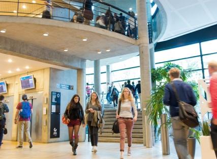 Grenoble Ecole de Management dévoile ses projets pour deux campus modulables et expérientiels à Grenoble et Paris à l'horizon 2019 et 2020.